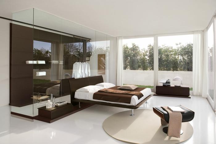 1-idéе-déco-chambre-parentale-lit-marron-tapis-ronde-beige-dans-la-chambre-à-coucher