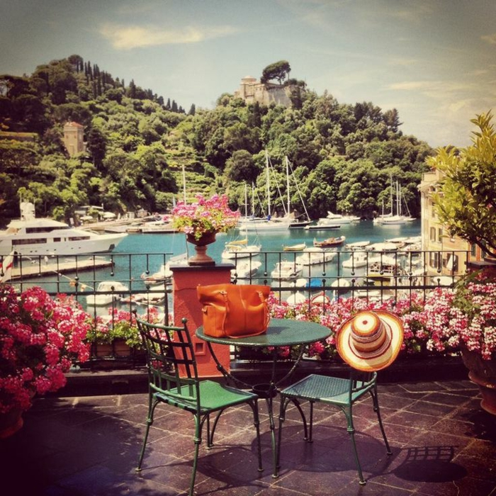 1-images-insolites-paysages-depuis-votre-balcon-pres-de-la-porte-avec-navires