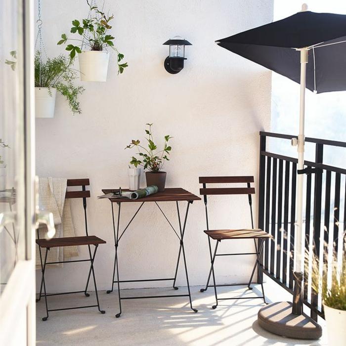 Le parasol de balcon en 50 variantes for Table exterieur jardiland