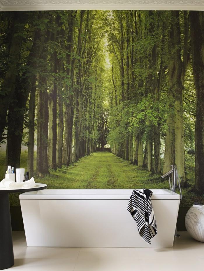 1-jolie-salle-de-bain-avec-papier-peint-intissé-vert-avec-photo-de-la-foret-vert-poser-du-papier-peint-intissé