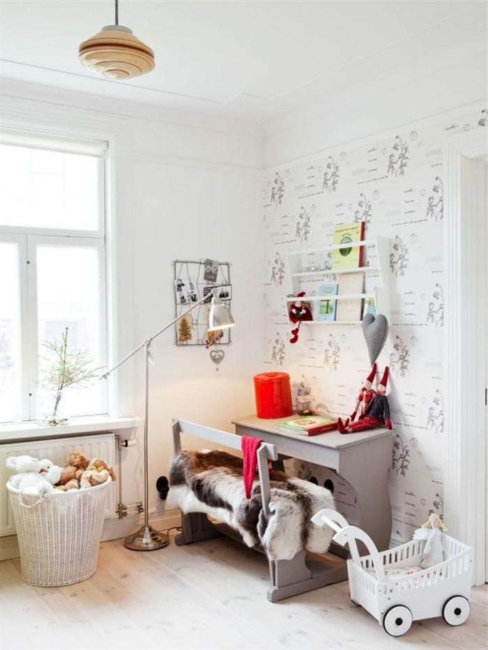 1-la-plus-belle-chambre-d-enfant-de-couleur-taupe-meubles-d-enfant-sol-en-parquette-clair