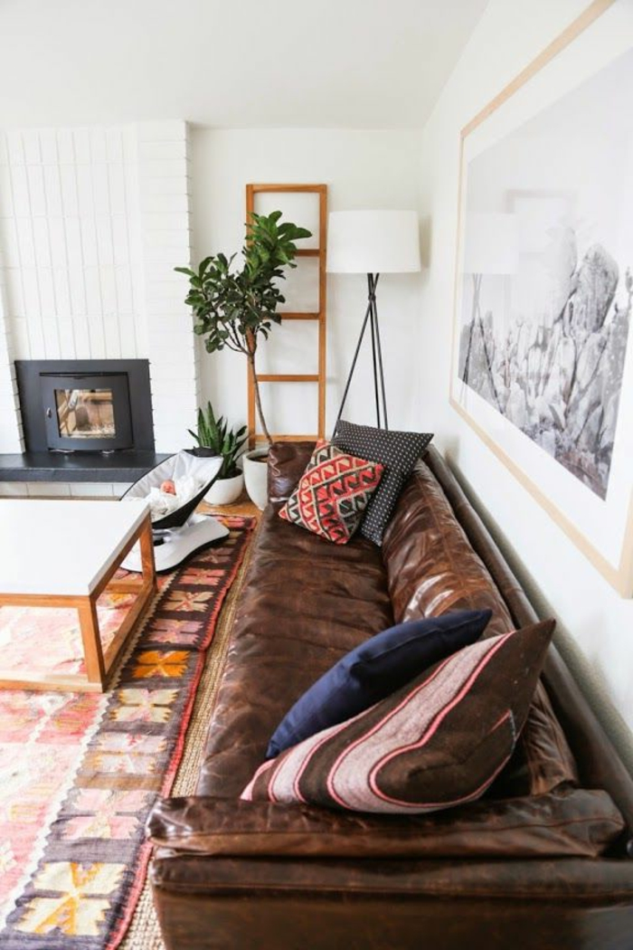 1-le-canapé-club-pour-le-salon-de-vos-reves-avec-coussins-décoratifs-colorés