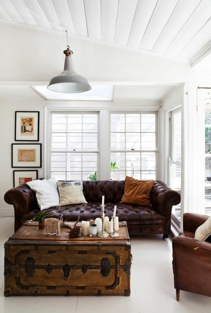 1-le-canapé-club-pour-le-salon-de-vos-reves-avec-coussins-décoratifs-marrons