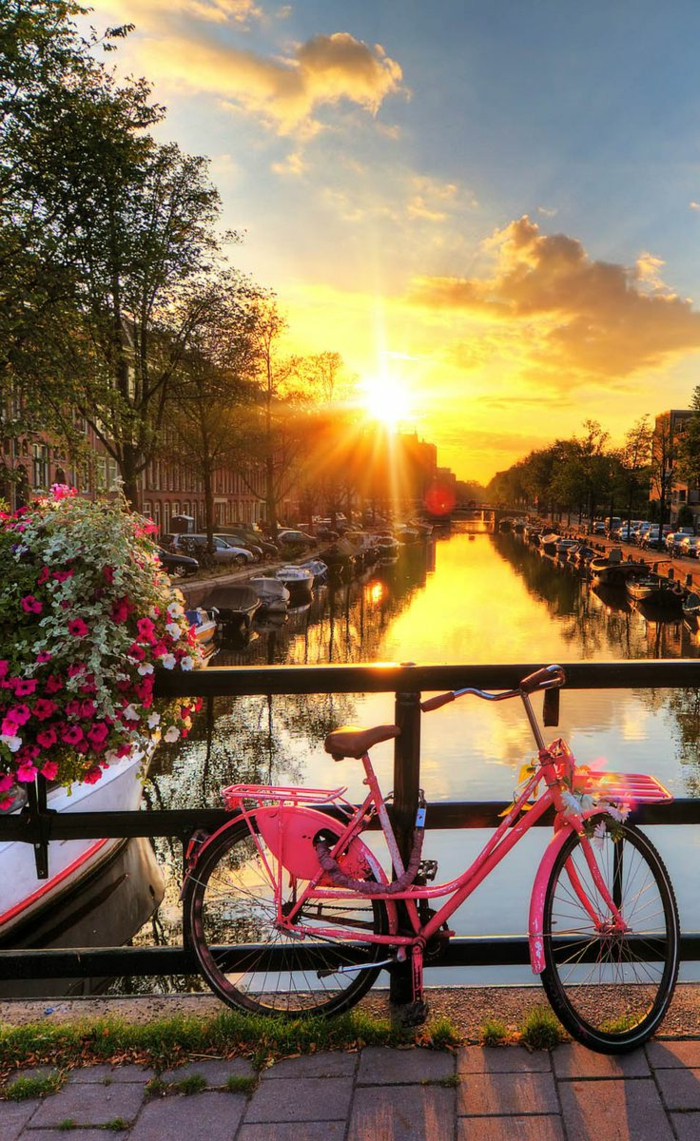 1-les-plus-beaux-fonds-d-écran-paysage-avec-couche-de-soleil-et-vélo-rose