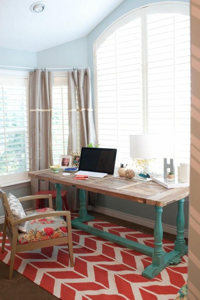 1-les-plus-belles-stores-vénitiens-beiges-rideaux-longs-beiges-dans-la-salle-de-bureau-murs-bleu-ciel