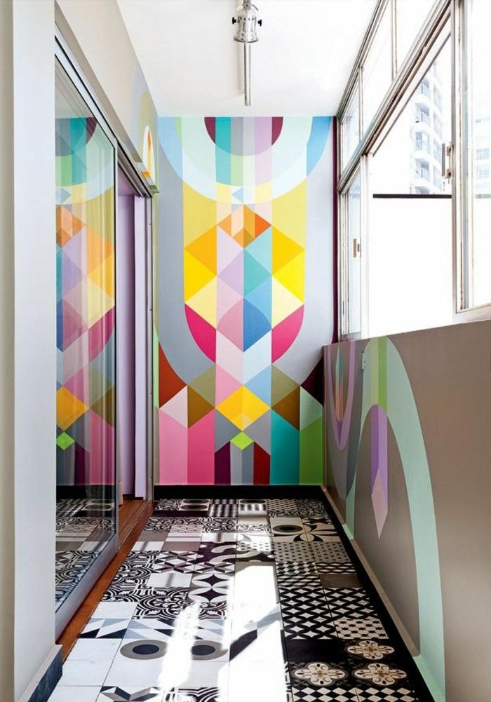 1-papier-peint-coloré-carrelage-sur-le-sol-de-couleur-blanc-noir-dans-le-couloir-poser-du-papier-peint-intissé