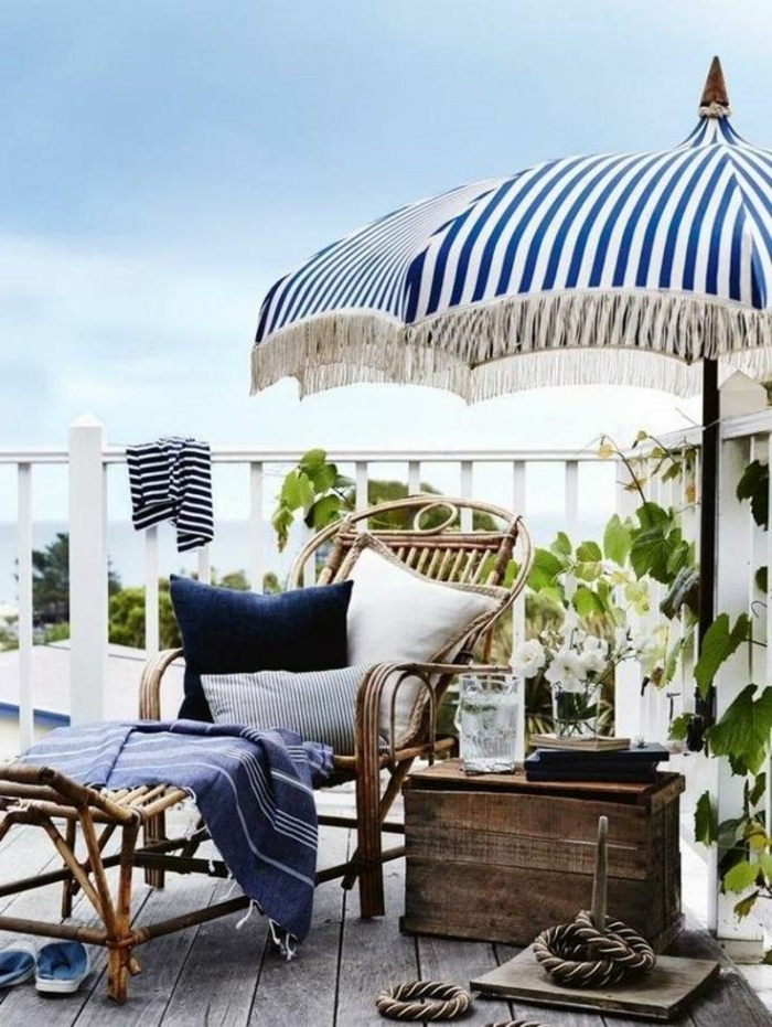 1-parasol-jardiland-parasol-déporté-leclerc-parasol-a-rayures-blanches-bleus