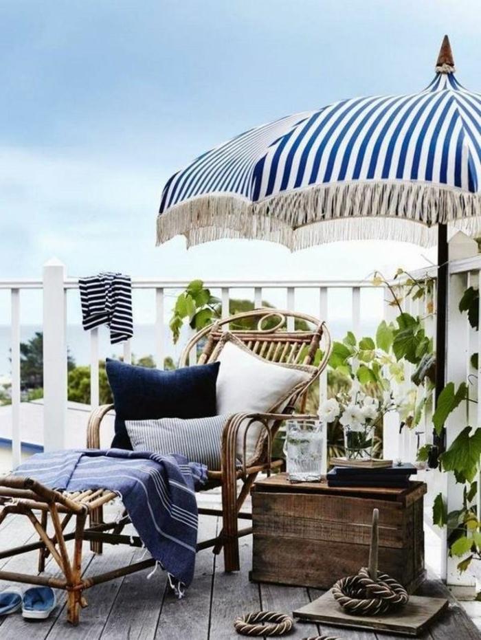 le parasol de balcon en 50 variantes. Black Bedroom Furniture Sets. Home Design Ideas