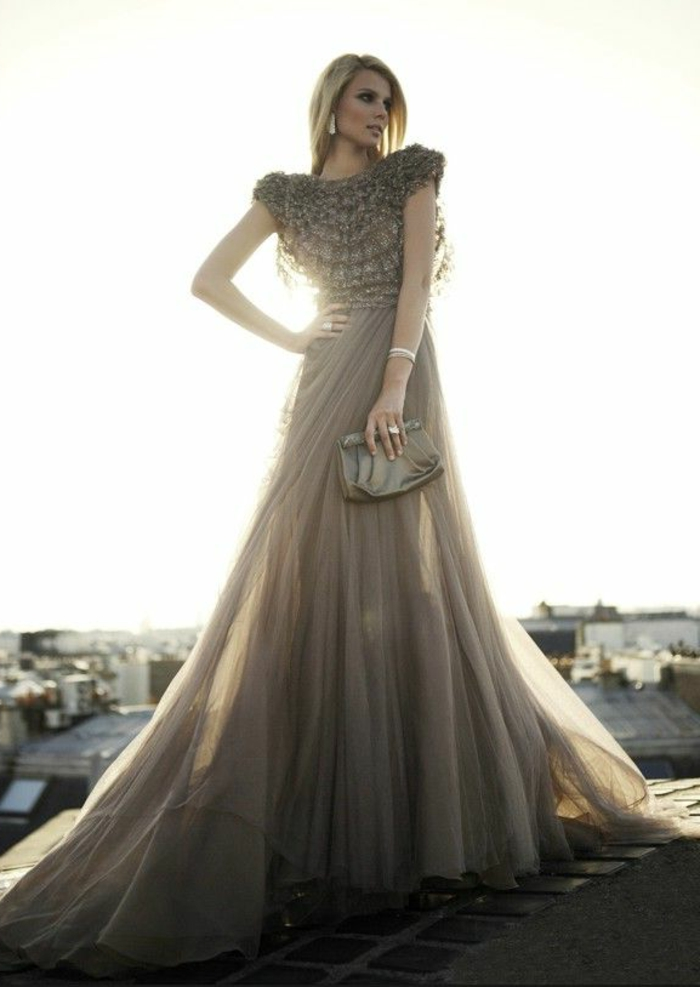 1-robe-fluide-habillée-de-couleur-gris-pour-les-femmes-blondes