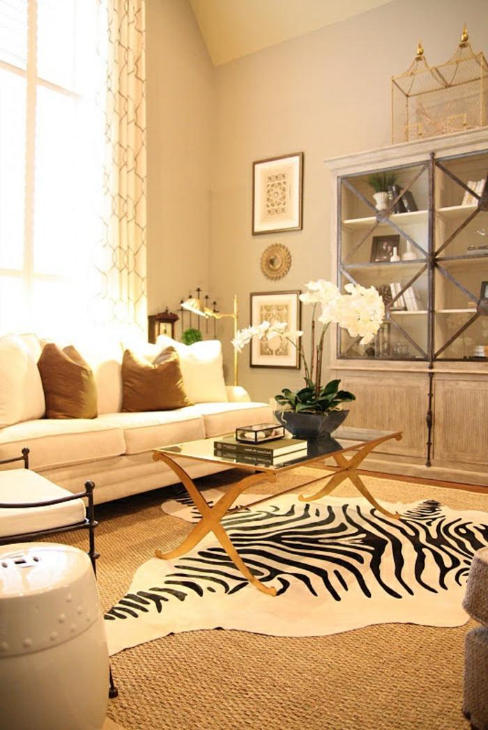 1-salon-avec-tapis-en-rotin-tapis-zèbre-pas-cher-tapis-160-230-table-plateau-de-verre-canapé-blanc