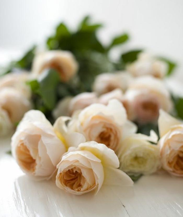 1-signification-des-roses-roses-gros-bouquet-de-roses-symbole-rose-bouquet-de-roses-beiges