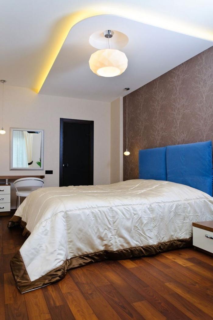 1-une-jolie-chambre-àcoucher-plafond-suspendu-placo-lampe-blanche-dans-la-chambre