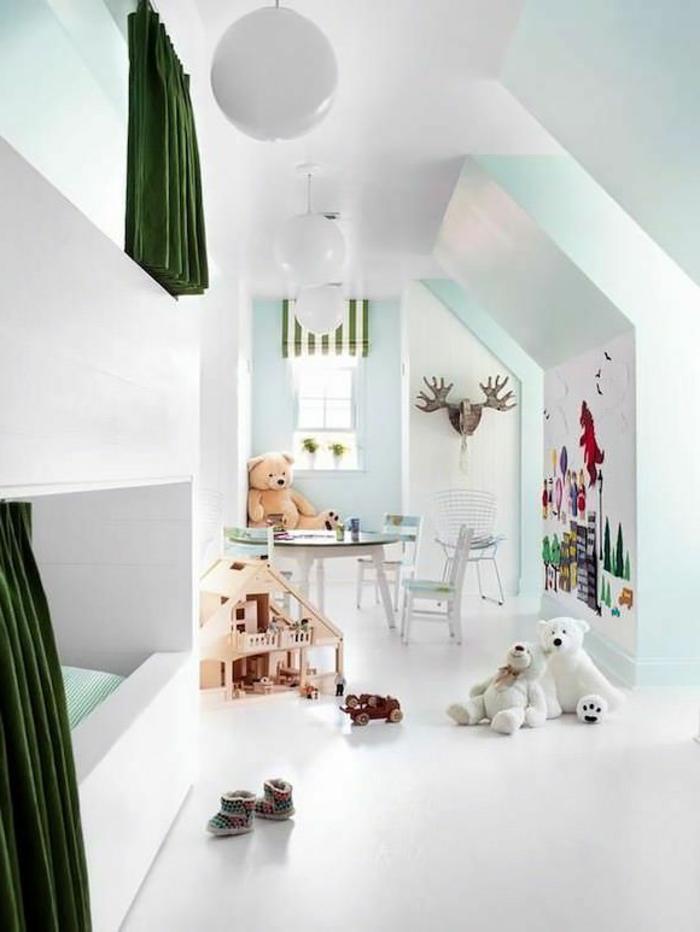 1-une-jolie-chambre-d-enfant-sous-pente-aménagement-de-combles-sol-blanc-mur-bleu-ciel