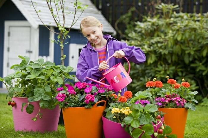 12-comment-avoir-un-balcon-fleuri-fleurs-cachepot-pelouse-verte-idee-deco-terrasse