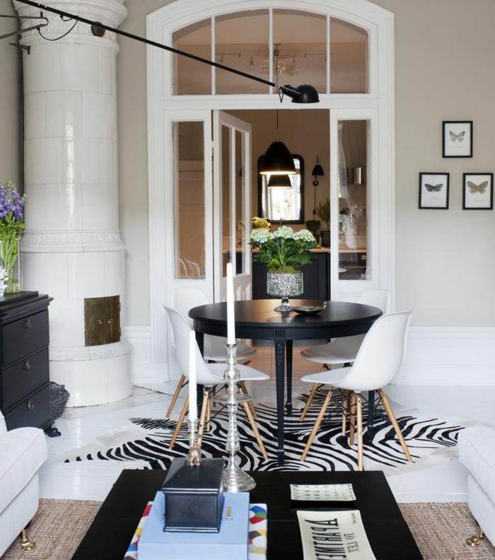 12-tapis-zebre-deco-zebre-un-joli-intérieur-de-couleur-blanc-table-de-salle-de-séjour-en-bois fleurs