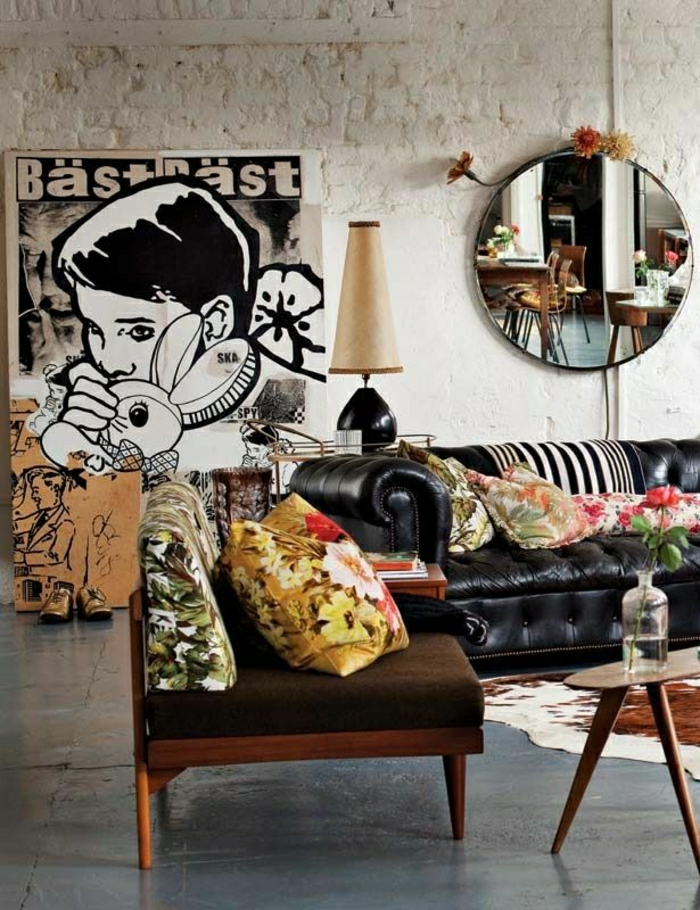 12-un-joli-canapé-club-en-cuir-noir-pour-le-salon-avec-tapis-en-peau-d-animal