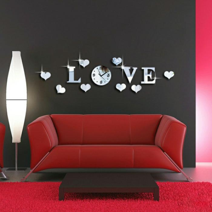2-alinea-miroir-pour-décorer-vos-murs-salon-noir-avec-tapis-rouge-canapé-rouge
