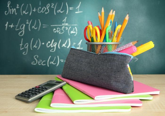 2-aménagement-de-bureau-être-prets-pour-la-rentrée-scolaire-2015-2016-ardoise-cahiers-resized