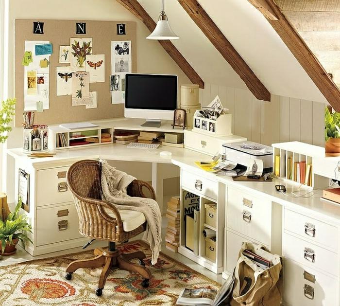 2-aménagement-de-combles-coin-de-travail-de-couleur-taupe-tapis-beige-à-motifs