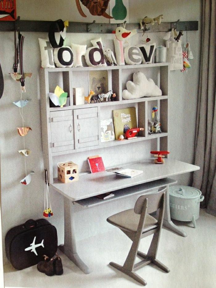 2-chaise-de-bureau-gris-bureau-d-enfant-decoration-etagere-murale-dans-la-chambre-d-enfant