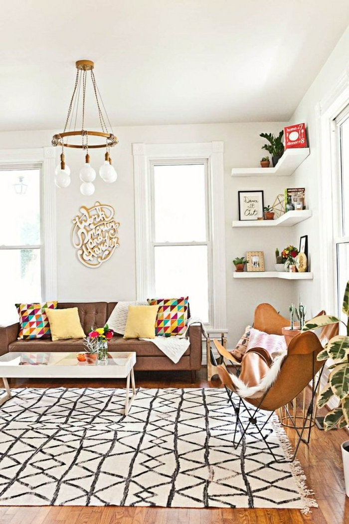 2-comment-choisir-le-tapis-shaggy-pour-le-salon-avec-lustre-en-fer-forgé-grandes-fenetres