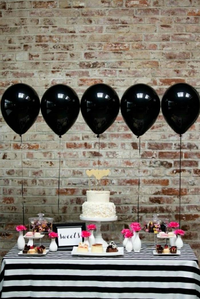 2-deco-anniversaire-30-ans-comment-decorer-la-table-d-anniversaire-adulte-voici-une-idée-avec-balons-noirs