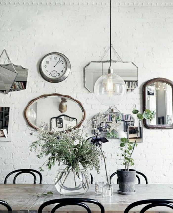 2-decoration-avec-miroir-décoratif-pour-la-salle-de-séjour-avec-mur-de-briques-blanches