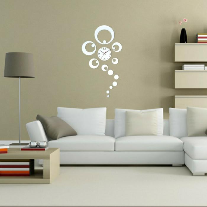 2-decoration-avec-miroir-décoratif-pour-le-salon-de-couleur-taupe-alinea-miroir-pour-décorer-vos-murs