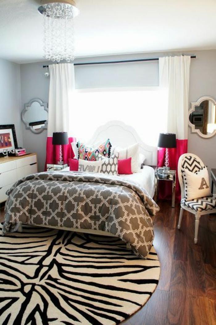2-tapis-de-zebre-chambre-à-coucher-moderne-parquette-en-bois-foncé-chambre-à-coucher
