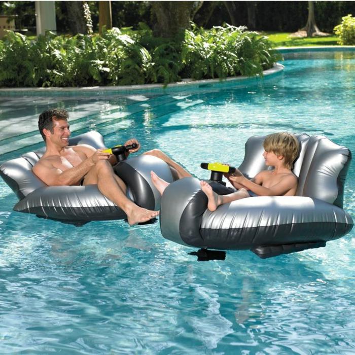 9-canapé-gonflable-blanc-avec-un-design-moderne-pour-la-piscine