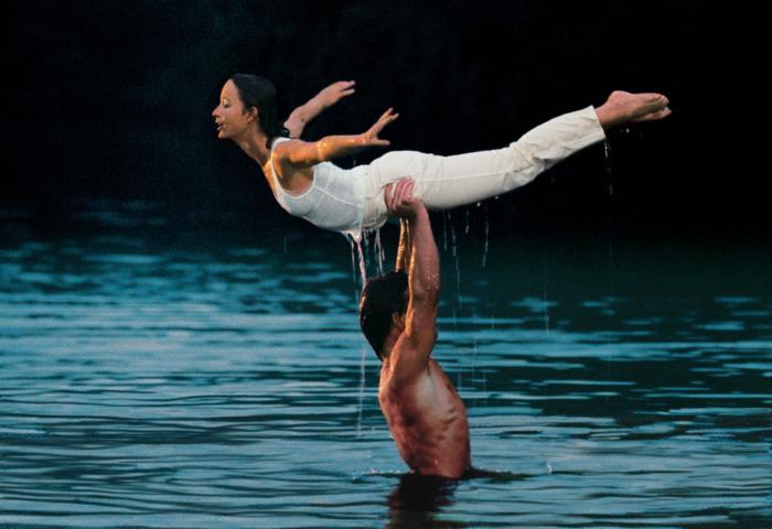Dirty-Dancing-film-scène-populaire-dans-l-eau-histoire-d-amour-resized