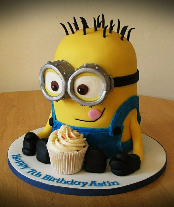 Idée-déco-anniversaire-enfant-thématique-le-gateau-d-anniversaire-fille-minion-jaune