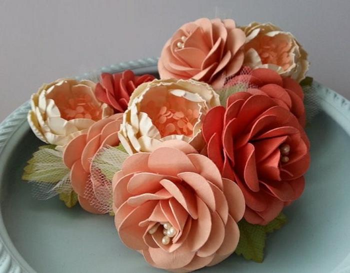 La-fleur-papier-crepon-diy-idée-créative-décoration-fleur-en-papier-crépon-idée-originale