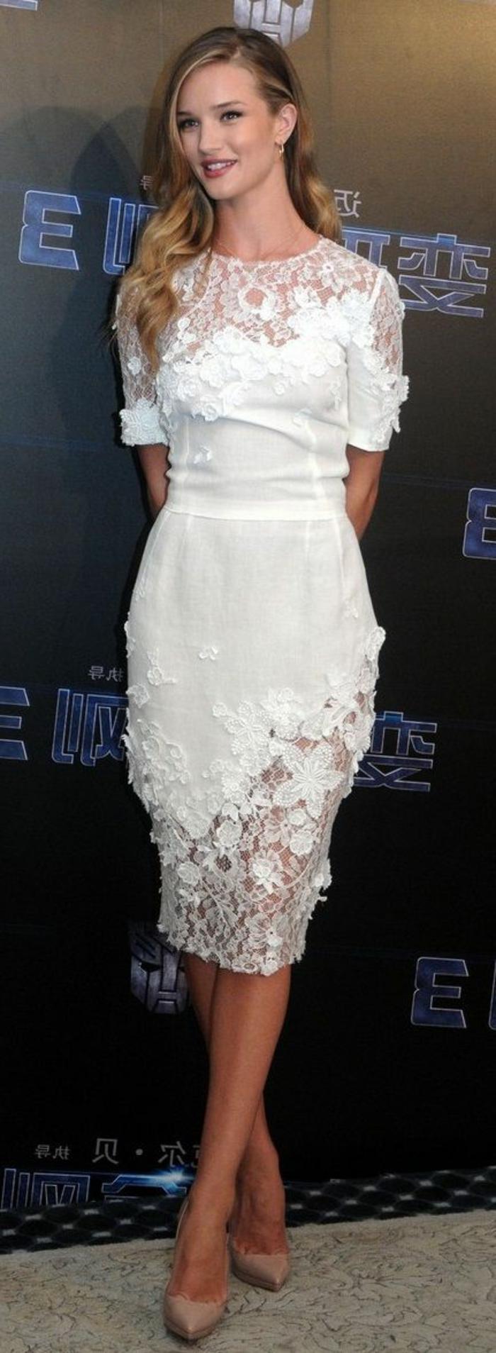 La-robe-blanche-dentelle-robe-de-soirée-dentelle-semi-longue