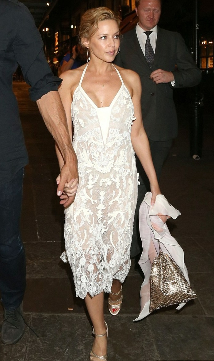 La-robe-blanche-dentelle-robe-de-soirée-dentelle-style