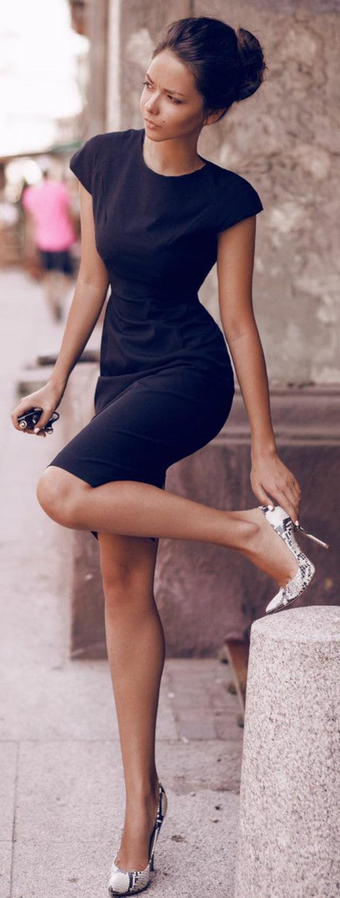 La-robe-fiancaille-jolie-robe-de-fiançailles-mariage-en-noir-chique-élégante