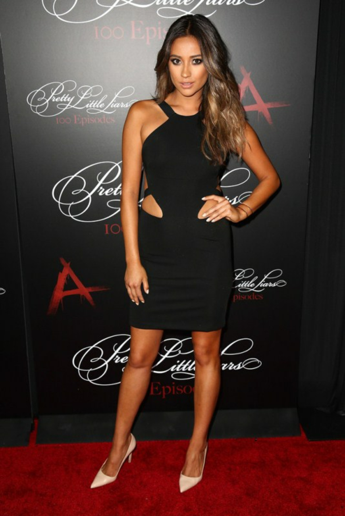 La-robe-habillée-longue-chique-idée-tenue-de-soirée-belle-en-noir-courte-emily-pll