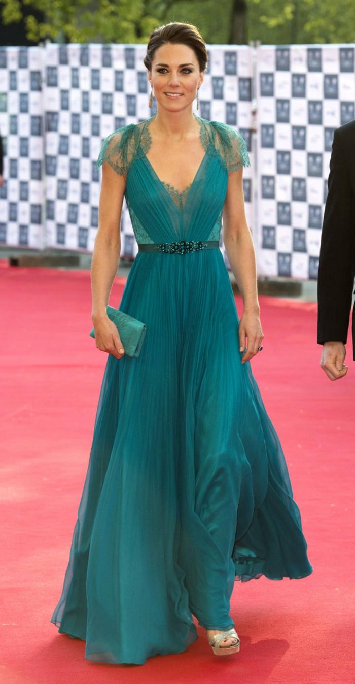 La-robe-habillée-longue-chique-idée-tenue-de-soirée-clair-bleu
