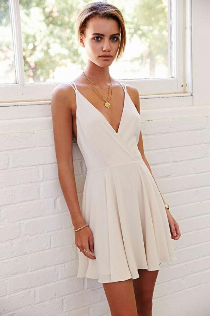 Robe-habillée-pour-évenement-pendant-la-journée-blanche-courte-resized