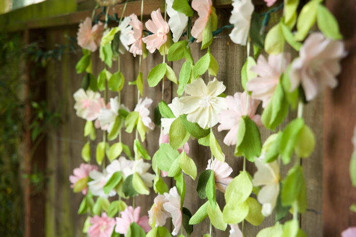 Une-fleur-en-papier-crépon-idée-originale-décoration-mariage-deco-fleurs-en-papier