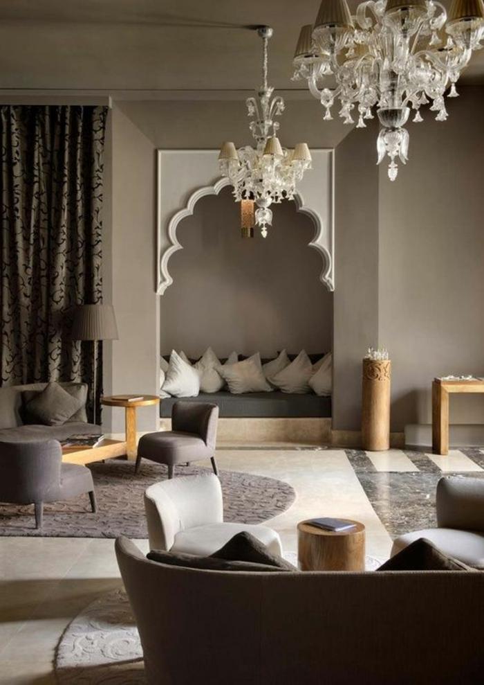 aménagement-salon-marocain-design-decoration-marocaine-idée-déco-lustre-baroque