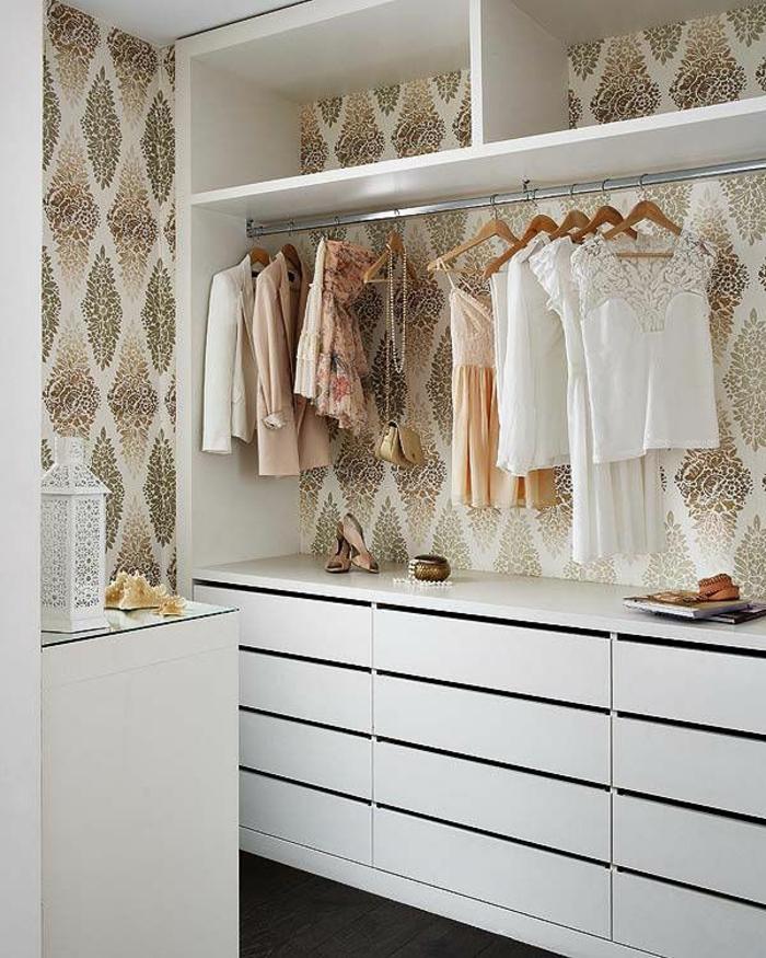 aménager-un-dressing-élégante-armoire-ouverte
