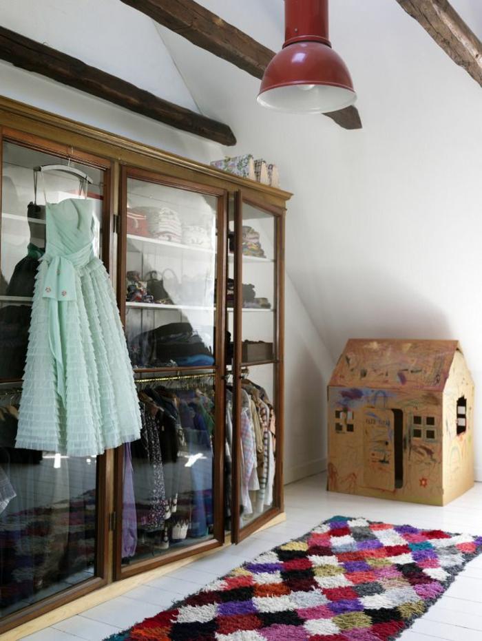 aménager-un-dressing-diy-portes-vitrines