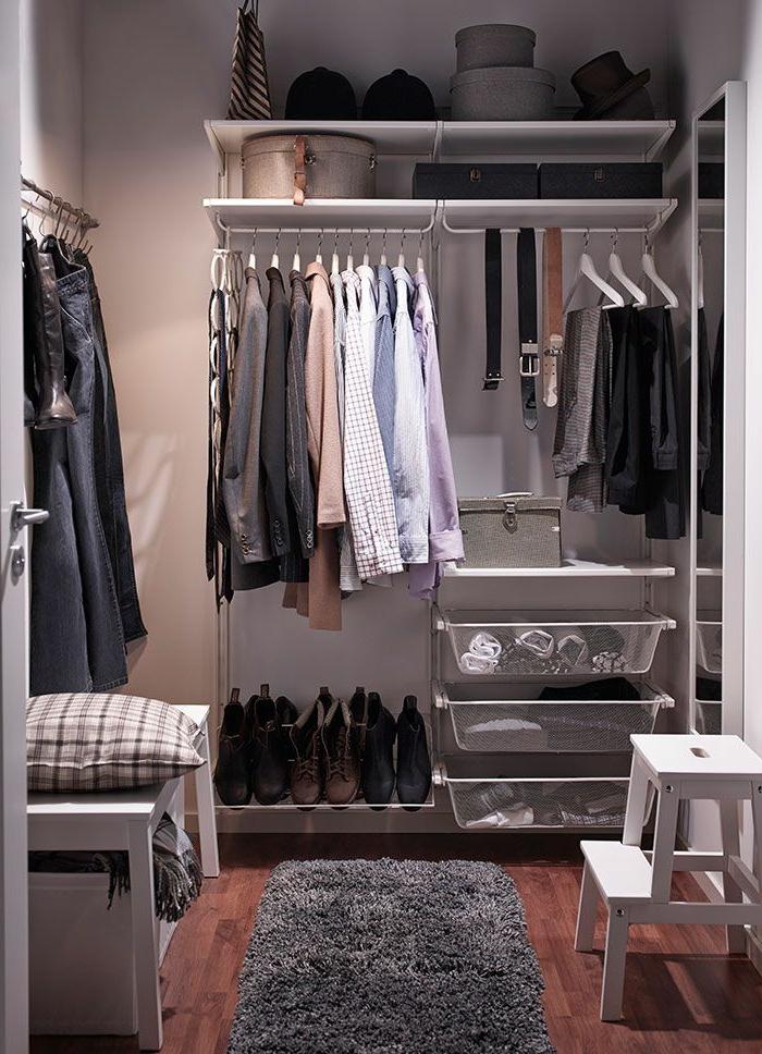 aménager-un-dressing-joli-dressing-armoire-ouverte-penderie