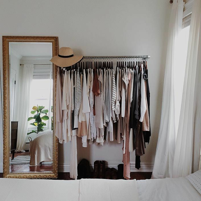 aménager-un-dressing-penderie-murale-et-grand-miroir-baroque