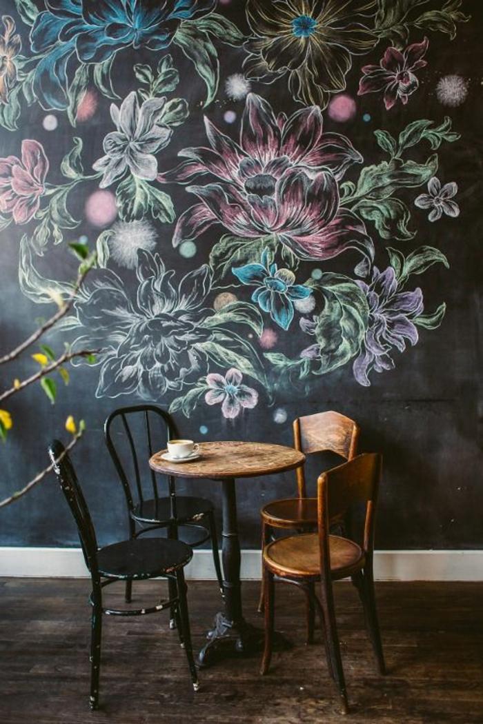 ardoise-murale-cuisine-tableau-ardoise-deco-mural-ardoise-murale-fleurs-couleur-table-chaises