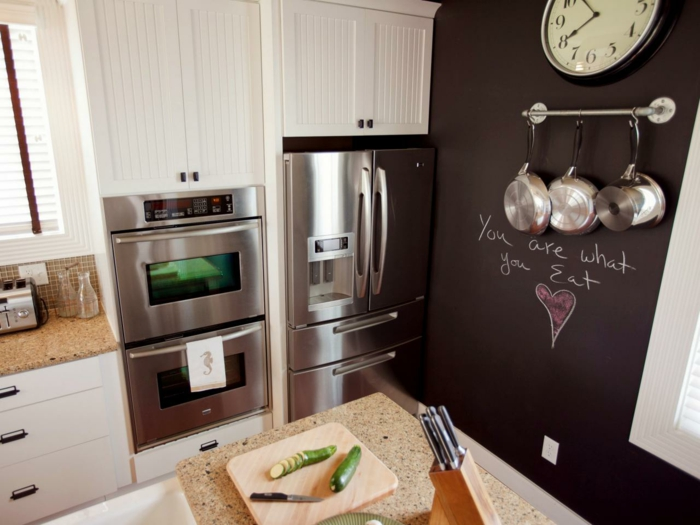 ardoise-murale-peinture-ardoise-deco-murale-grand-tableau-ardoise-magnétique-dans-cuisine