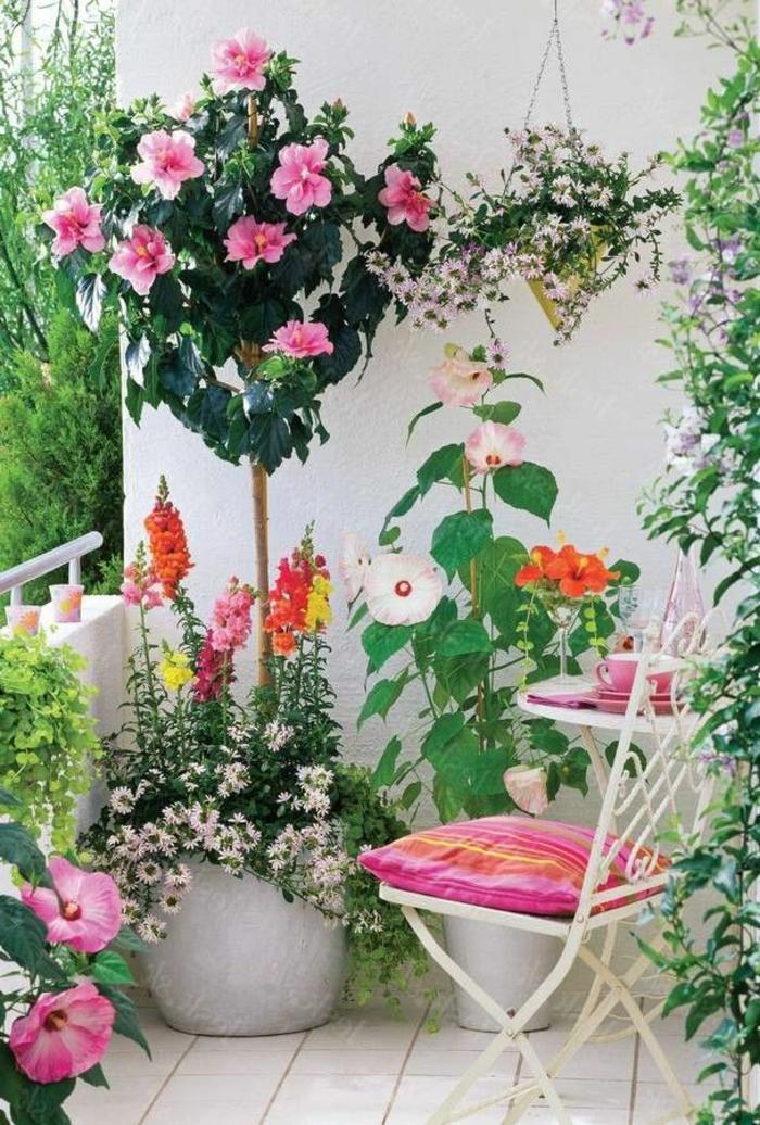 balcon-fleuri-beaucoup-de-fleurs-pour-le-balcon-terrasse-amenagement-balcon-idee-amenagement-terrasse