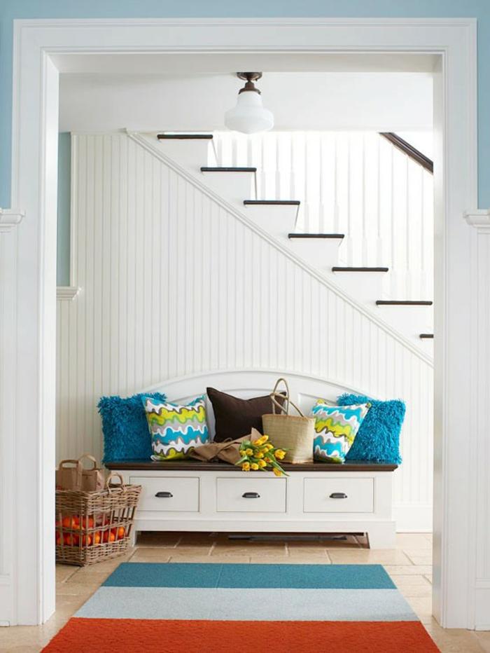 banc-de-rangement-plusieurs-coussins-décoratifs-tapis-original