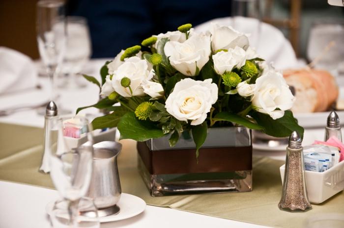 bassin-vases-bocal-grand-vase-en-verre-grand-vase-verre-vase-leonardo-verre-belles-roses-blanches